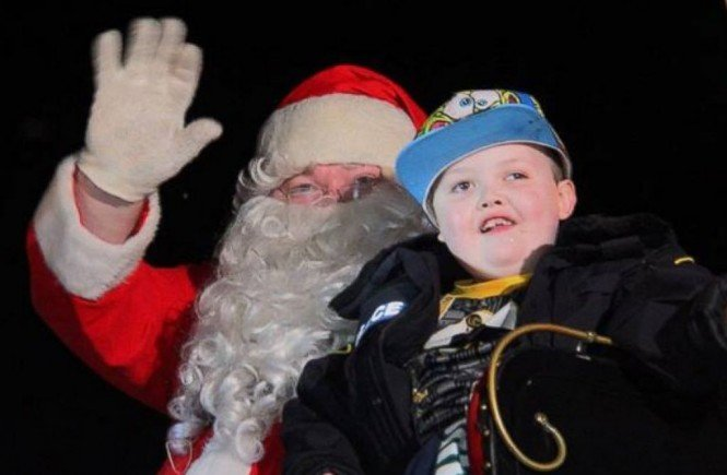 Thousands celebrate early Christmas in St. George Ontario